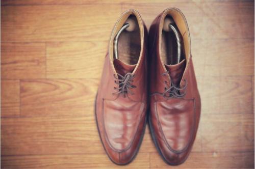 ブーツのUチップブーツ