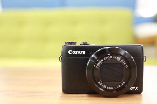 コンパクトカメラの大口径レンズ