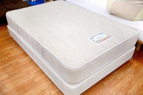 特選家具の高級ベッド