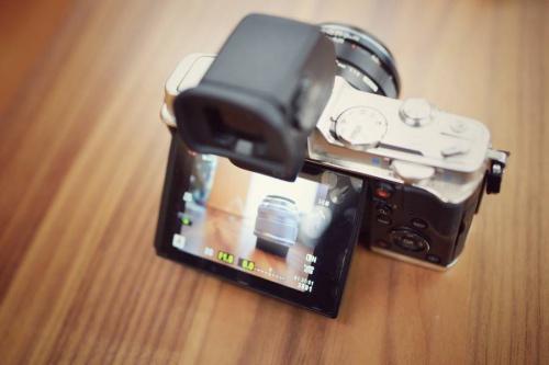 単焦点レンズのカメラ女子