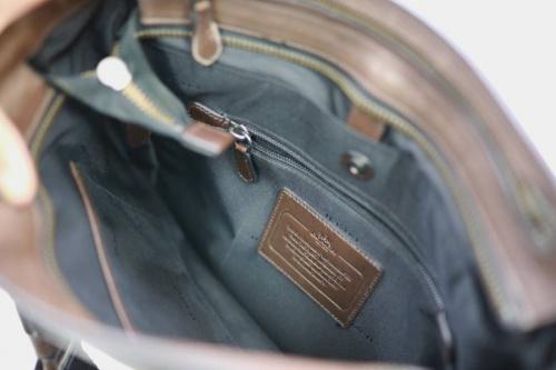 バックパックのレザーバッグ