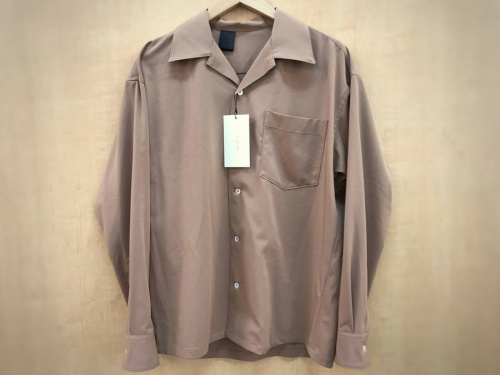 シャツの開襟シャツ