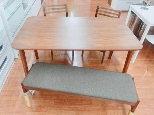ダイニングテーブルのダイニングチェア