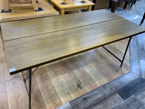 中古家具のダイニングテーブル