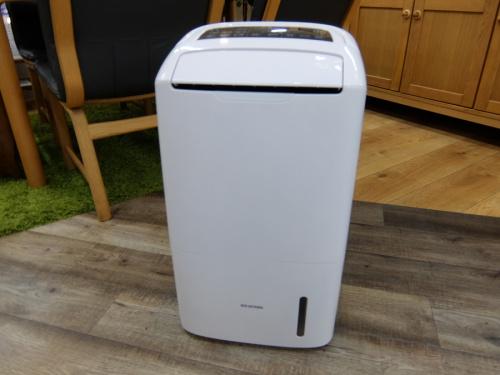 生活家電の空気清浄機能付除湿機