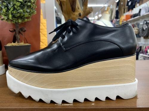 シャークソールの靴