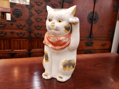 置物の招き猫