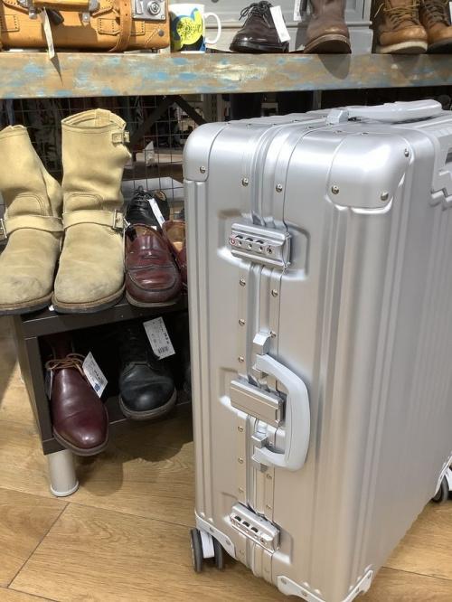 スーツケースのMercedes Benz