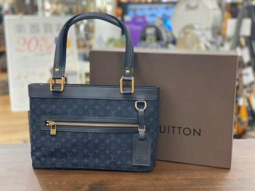 LOUIS VUITTON ルイ ヴィトンのバッグ 財布