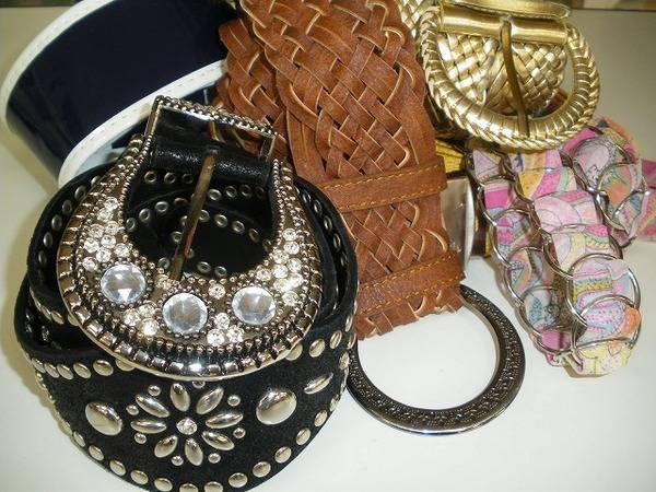服飾小物大量買取入荷!!ストールにベルト・ネックレス・チョーカーなどなど・・・女性を輝かせる一品を是非買取させて下さい。