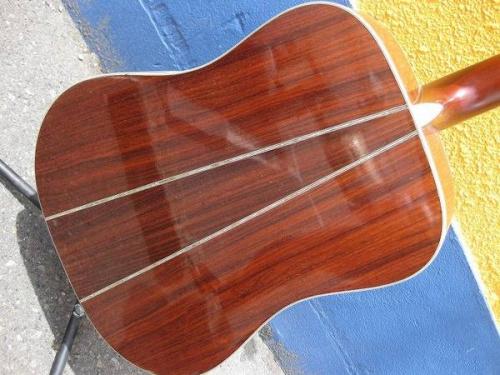 アコースティックギターのヤイリギター