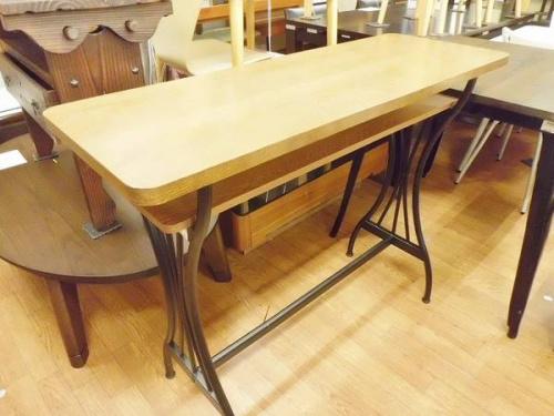 テーブルのスツール