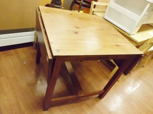 テーブルのバタフライテーブル