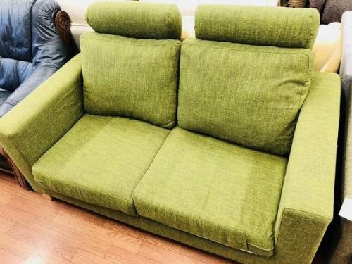 家具の2人掛けソファー