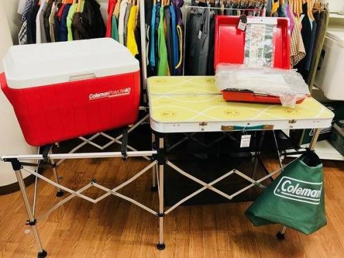 キャンプ用品のクッキングテーブル