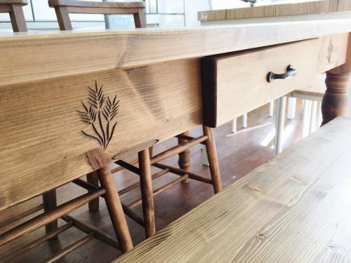 アジアテーブルの大船 家具