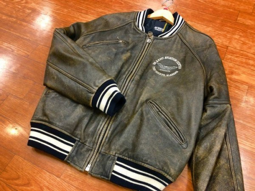 ジャケットのAVIREX