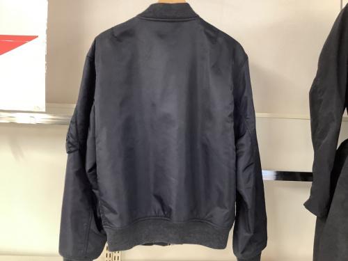 ジャケットのMA-1 ボンバージャケット