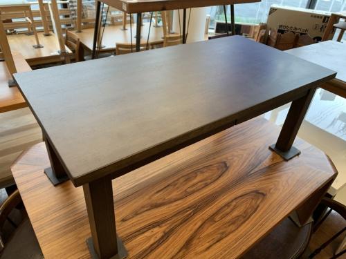 生活家具のセンターテーブル