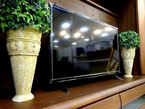 未使用品の液晶テレビ