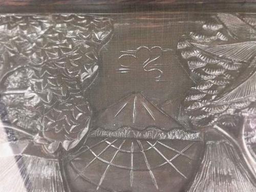 ガラス天板の飾り彫