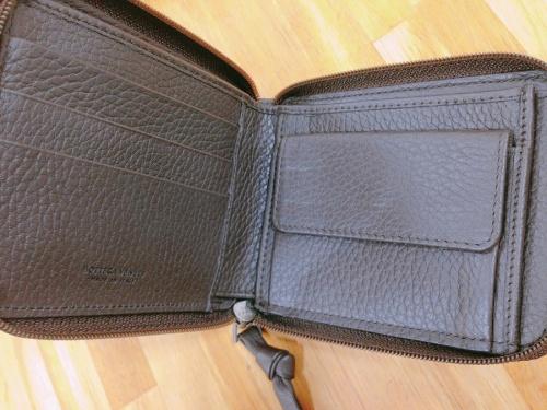 コンパクトファスナー財布のBOTTEGA VENETA