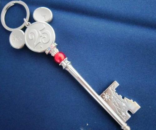 ディズニー25周年記念のキーホルダー
