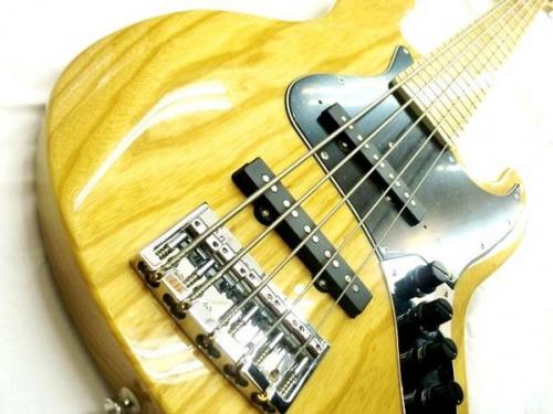 ギターの五弦ベース