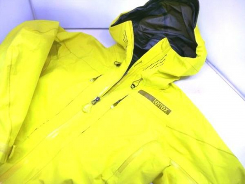 アディダス(adidas)のシェルジャケット