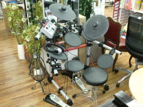電子ピアノの電子ドラム