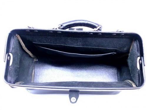 ヘルツのダレスバッグ