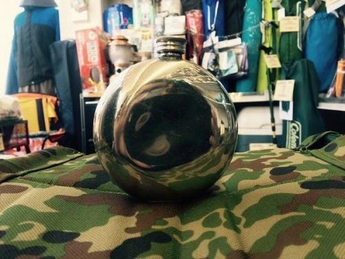 スキットルの水筒