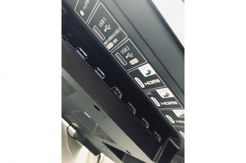 エッジ型の4K液晶テレビ
