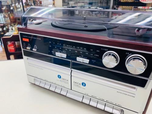 オーディオ機器のWカセットレコードプレーヤー