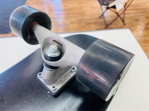 スケートボードのTRITON by carver