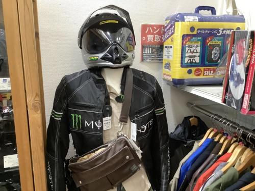 ヘルメットのライダースジャケット