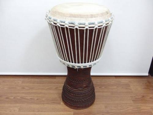 打楽器のジャンベ