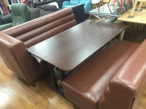 ソファーのダイニングテーブル