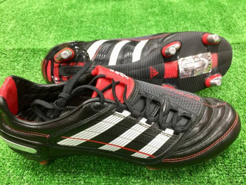 スパイクのアディダス(adidas)