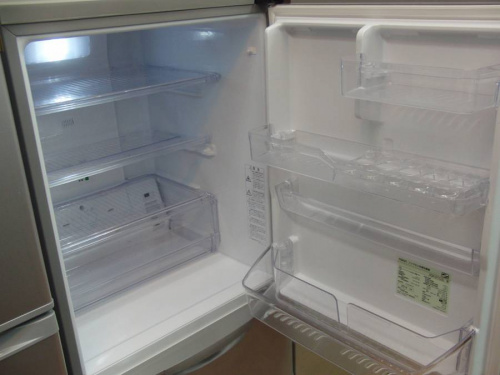 AQUAの大型冷蔵庫