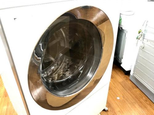 家事家電のドラム式洗濯機