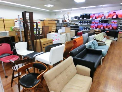 多数の家具展示販売中の東京都府中市 府中市西原町