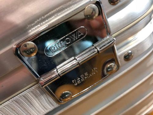 RIMOWAのコスメバッグ