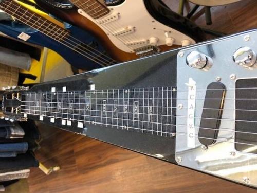 ハワイアンスチールギターのArtisan