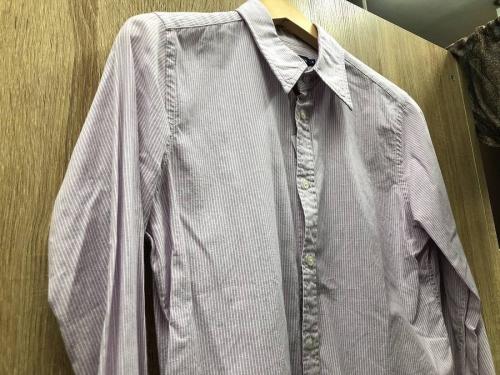 レディースファッションのシャツ