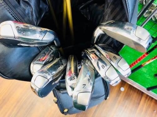 ゴルフのドライバー、アイアン