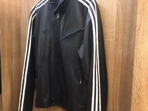 ジャケットのadidas × VESPA
