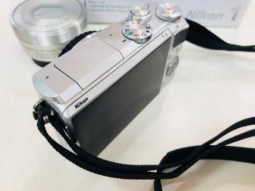 デジタルミラーレス一眼の単焦点レンズ