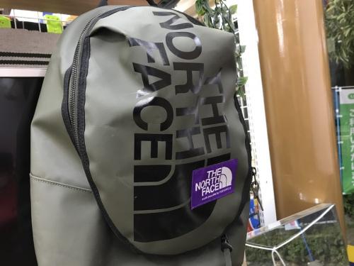 アウトドア用品のアウトドアバッグ