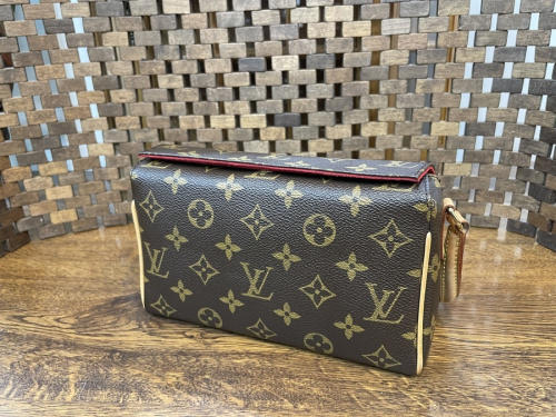 LOUIS VUITTON(ルイヴィトン)のGUCCI(グッチ)